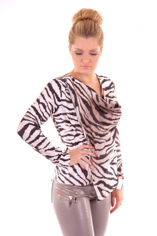 Courtney blouse van its Given