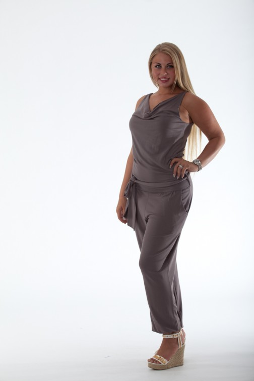 Mogene Jumpsuit in taupe loose-fit